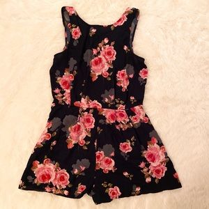 One Clothing floral romper. Size small